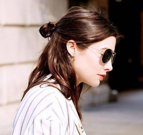 1461549927-6921-half-bun-for-medium-hair